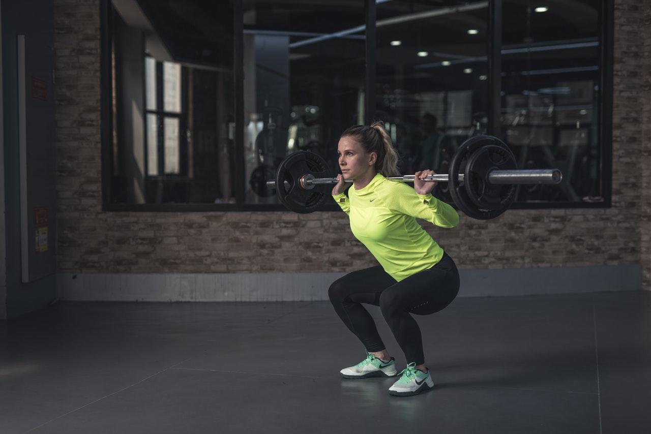Back squat in een sportschool