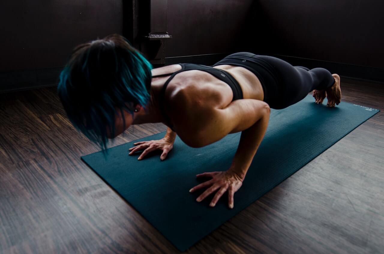 bodyweight workout door een vrouw