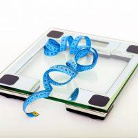 weegschaal met meetlint voor afvallen zonder dieet